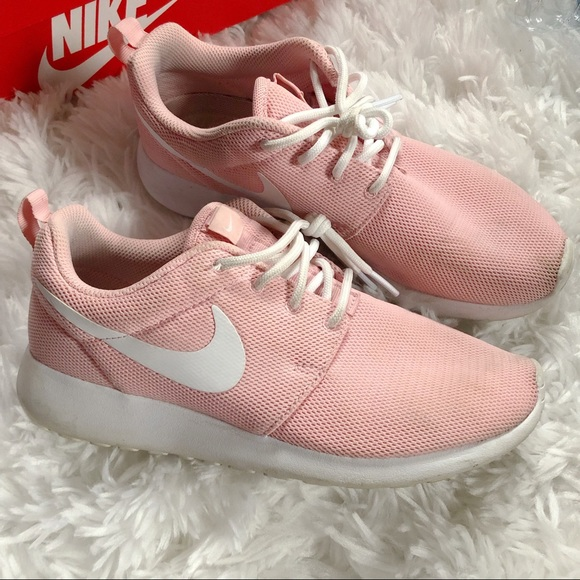 Final Sale??Baby Pink Nike Roshe Run